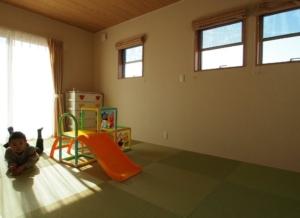 明るい和室は子ども達の遊び場