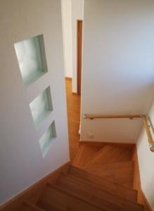半透明ガラスブロックがポイントの階段