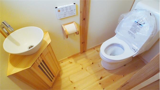 天然木を使ったトイレ