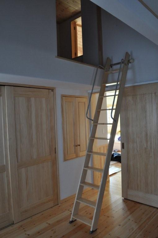 平屋のロフトはしご