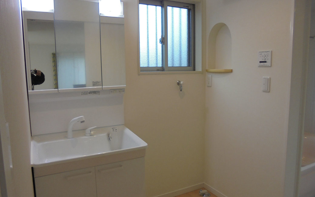 壁厚収納を作った洗面所