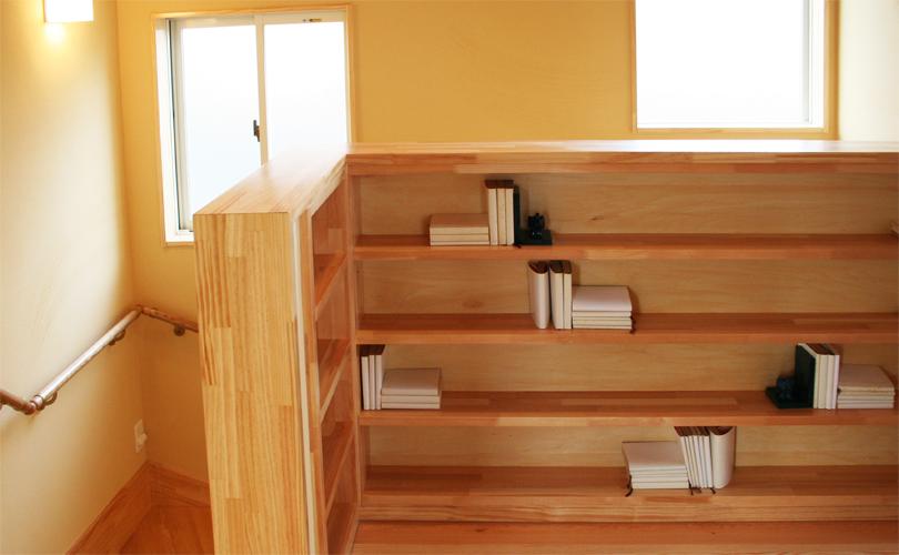 造作の可愛い本棚