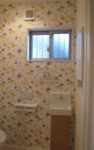 カラフルなトイレの内装