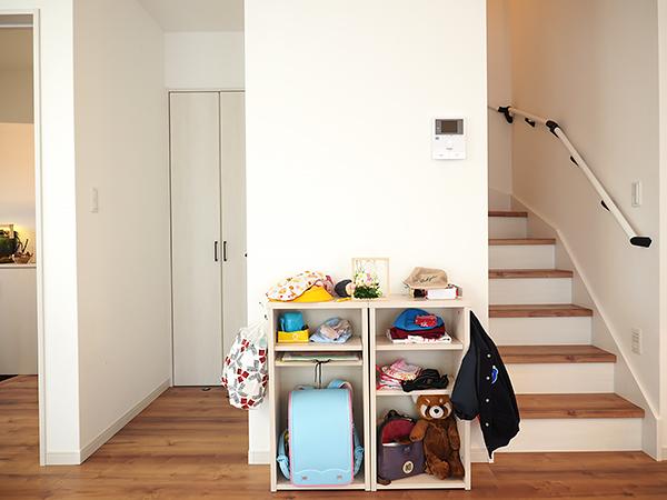階段下の通園通学用品スペース