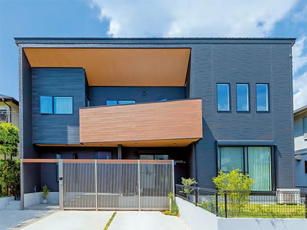 陽射しがたっぷり入る吹抜けリビングが開放的な2世帯住宅_外観