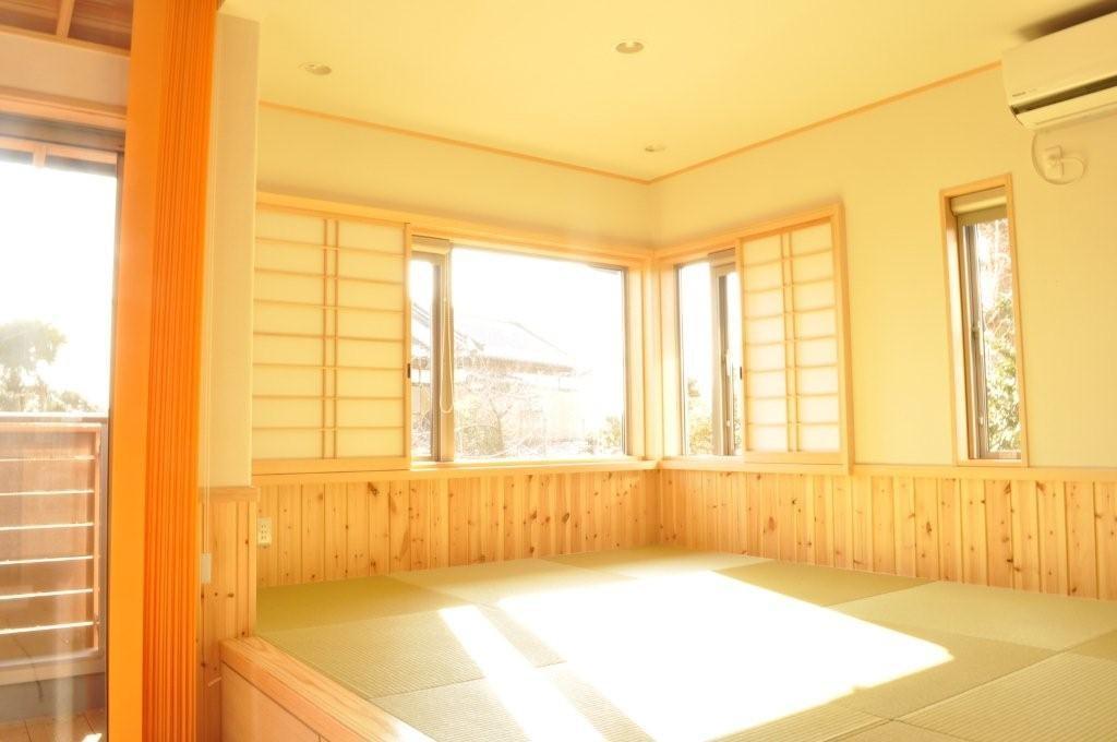 自然素材にこだわったモダン和風の2世帯住宅_リビング