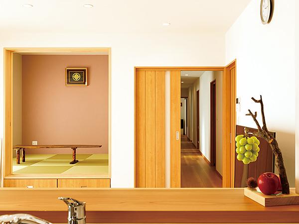 長い廊下のある横長の平屋