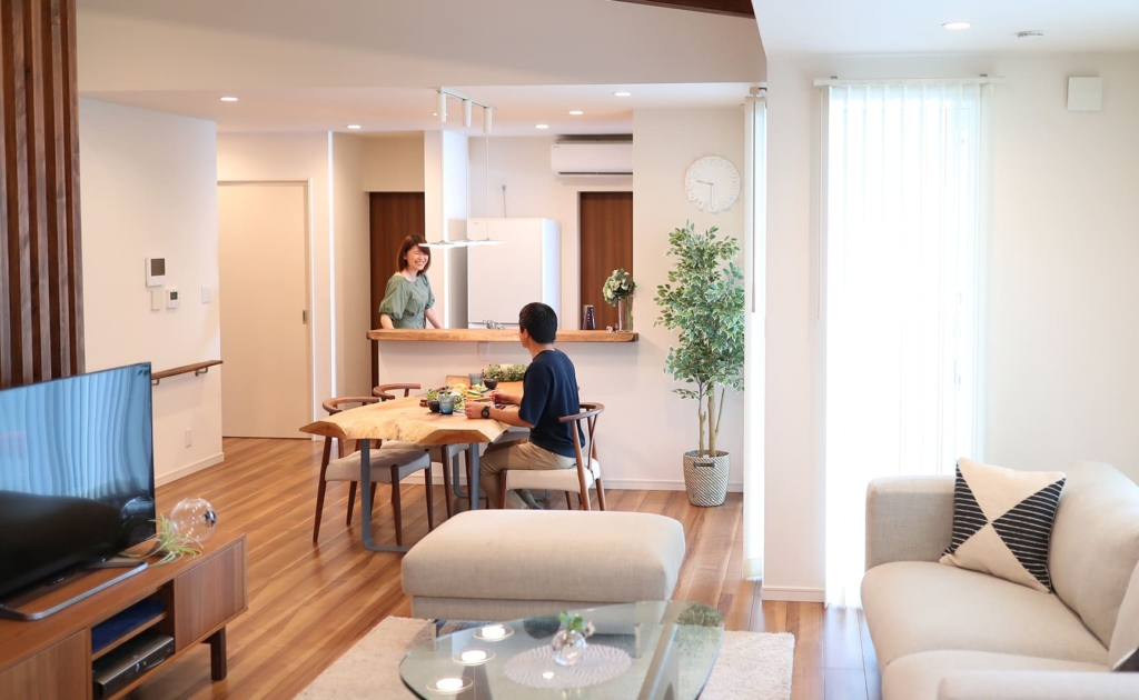 横長の平屋の家具配置事例