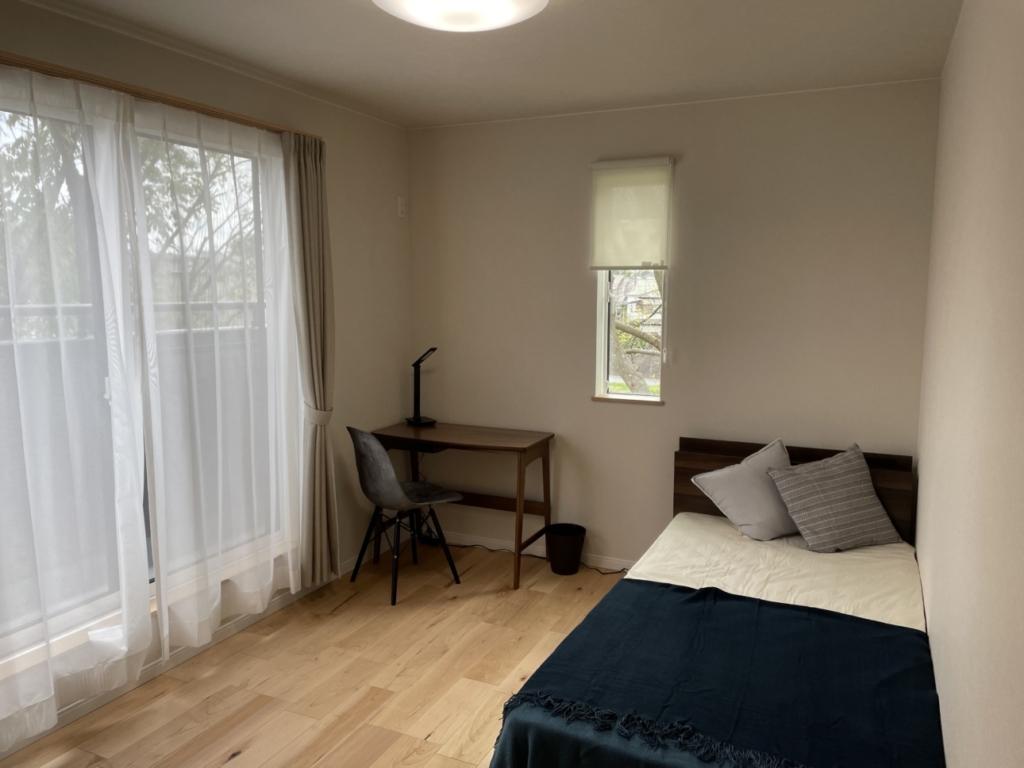 コンパクトな寝室